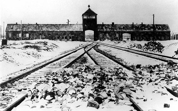 entrata del campo di concentramento auschwitz