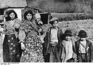 Donne e bambini Sinti_ foto epoca
